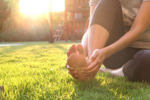 W jaki sposób zadbać o pocące się stopy i pachy?