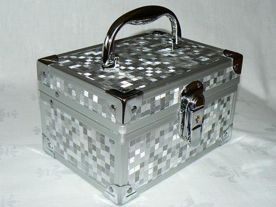 kuferek na kosmetyki i biżuterię