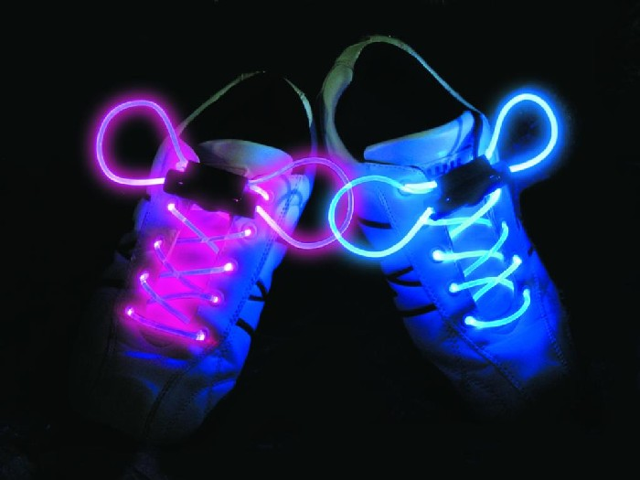 Świecące sznurówki w każdym kolorze tęczy .