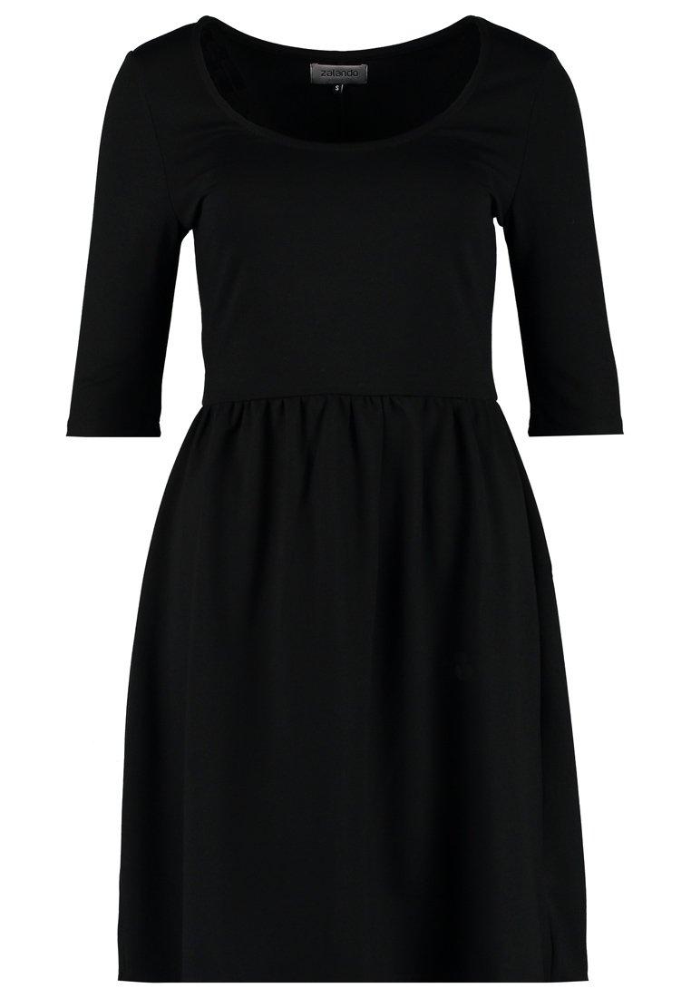 Czarna, prosta sukienka