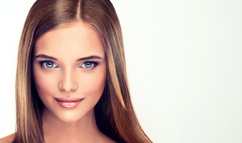 Najlepsze i skuteczne sposoby na prostowanie włosów