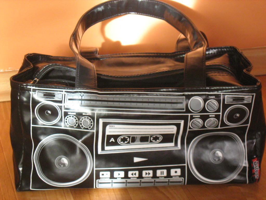 Nietypowa radio-torba