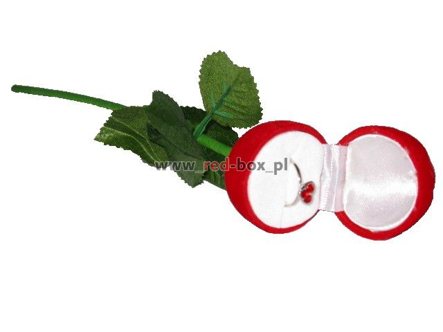 Kilka róż ze schowkiem na pierścionki ;D !