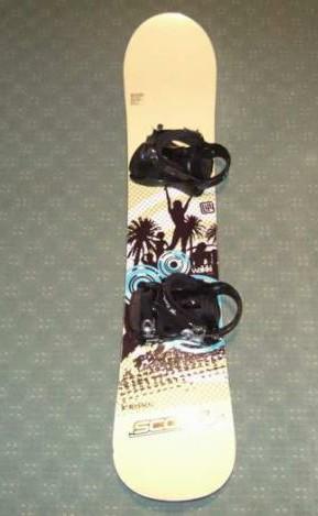 Snowboard z wiązaniami