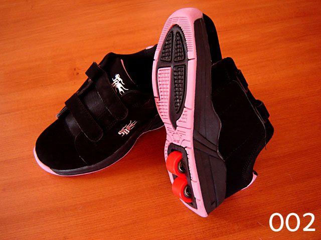 Buty na kółkach czarno-różowe