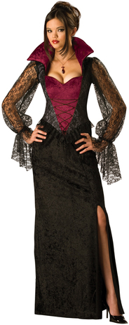 Piękna suknia w sam raz dla Traviglii