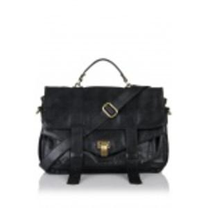 Czarna, skórzana torebka ze złotymi sprzączkami