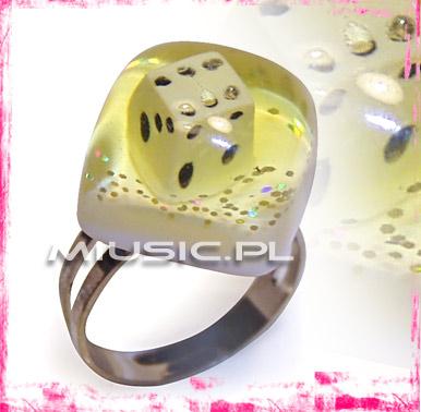 Pierścień kostka