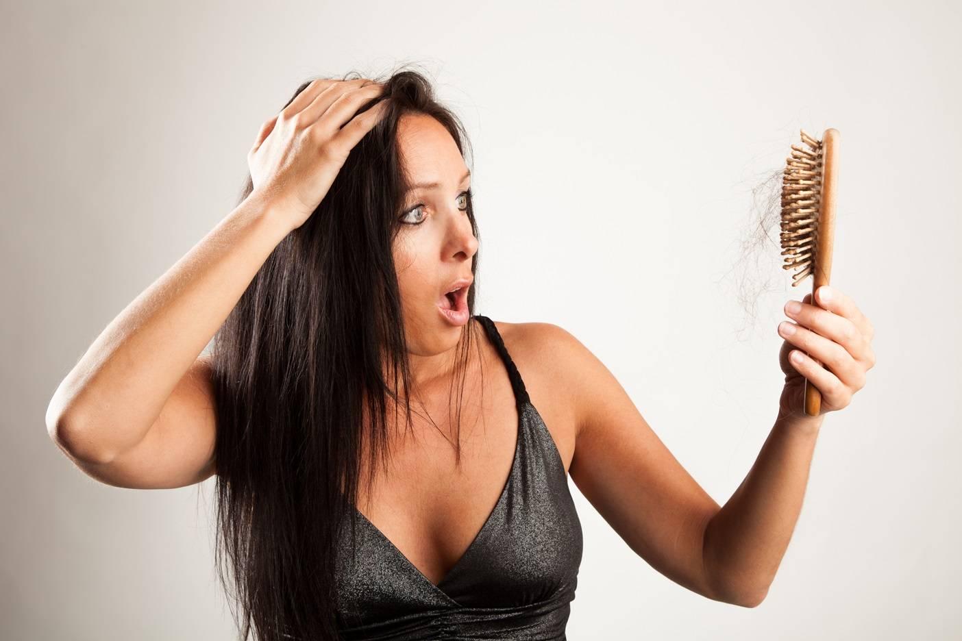 Skuteczne sposoby na wypadanie włosów