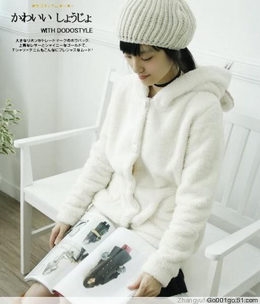 Ciepła, biała bluzka z uszkami ;)