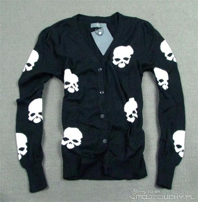 Sweter w czaszki