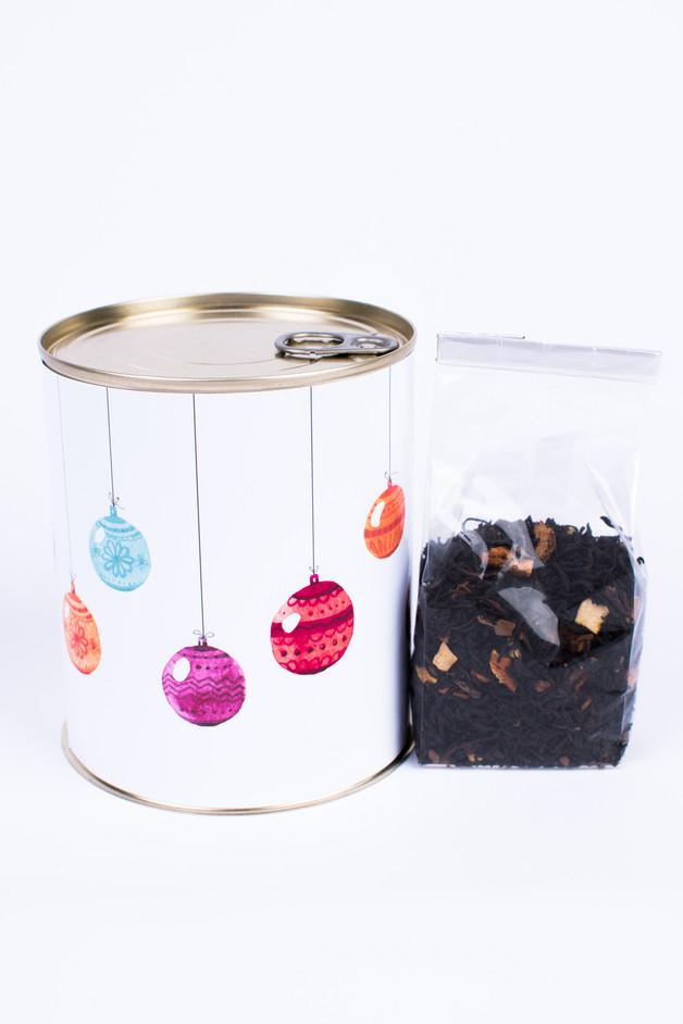Świąteczna puszka z zimową herbatą na prezent-