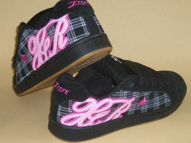 Skate, czarno-różowe buty.