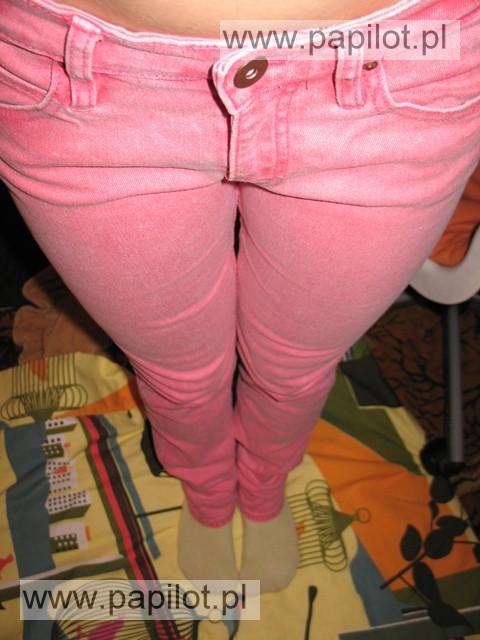 Różowe jeansy