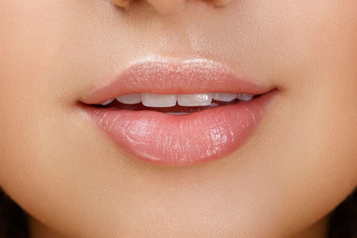 Jak naturalnie powiększyć usta - błyszczyk do ust