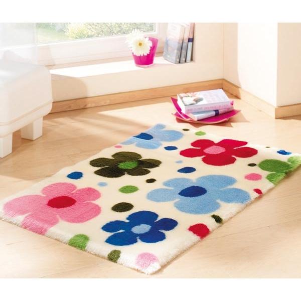 nowy dywan do pokoju ^^