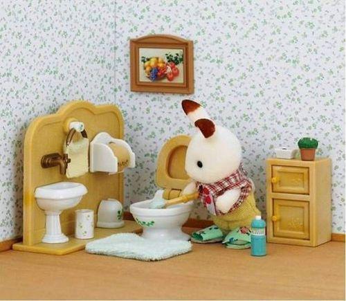 Sylvanian Families, Czekoladowy królik z toaletą, figurka, zestaw