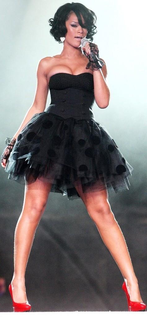 Koronkowa sukienka, podobna jak ma Rihanna!