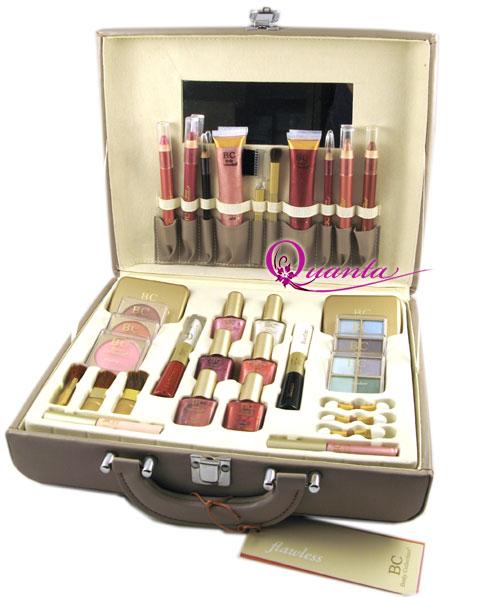 Kuferek z kosmetykami ;-)