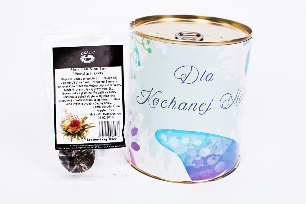 Puszka na Dzień Matki z kwitnącą herbatą w środku