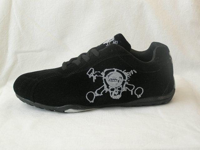 czarne adidasy z czachą