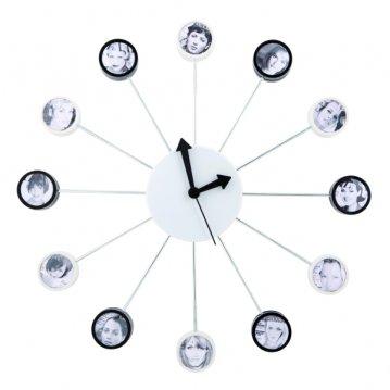 Zegar z ramkami na zdjęcia