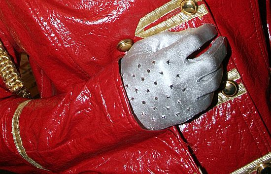 Rękawiczka 'Billie Jean' po Królu...