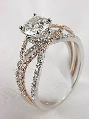 Złoty 'królewski' pierścionek