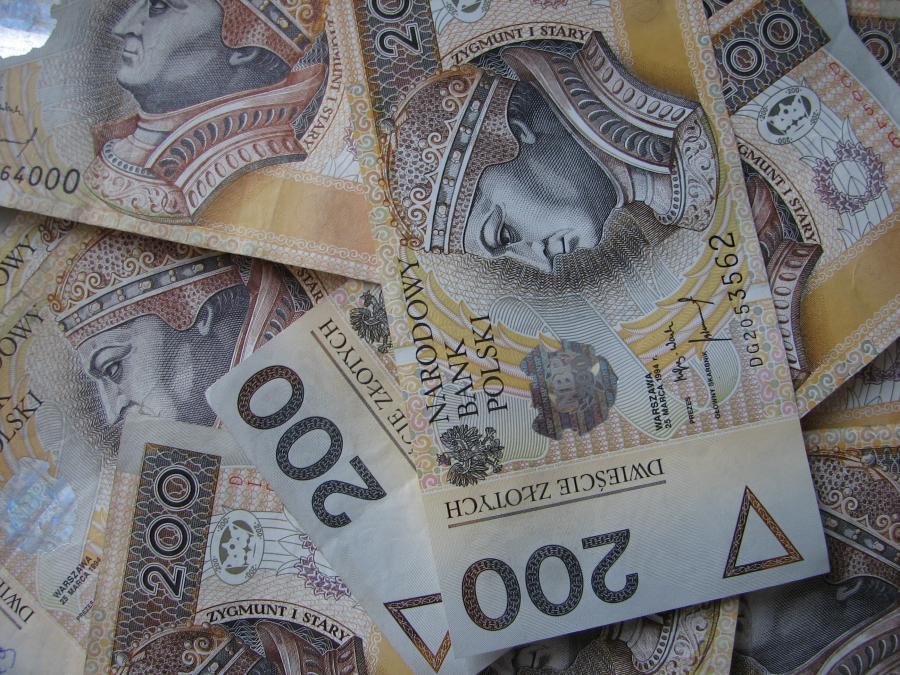 Uzbieranie kwoty ok 4000 tys. zł do 18 roku życia na określony cel ;)