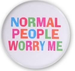 Przypinka Normalni ludzie mnie martwią.