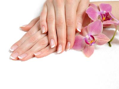 Domowe sposoby pielęgnacji dłoni