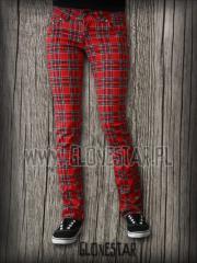 Czerwone spodnie w kratę.