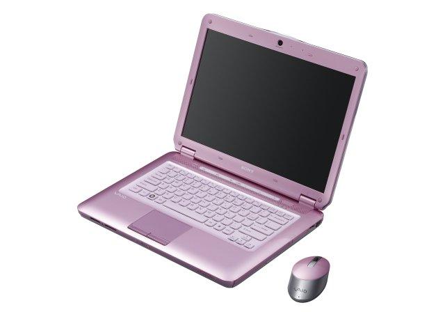 Różowy laptop.