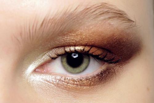 cienie do powiek kolory : złoto-brązowe