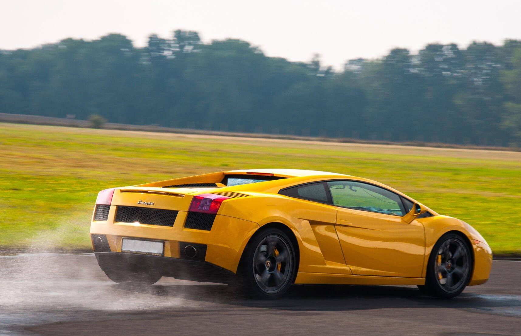 Voucher na jazdę Ferrari po torze
