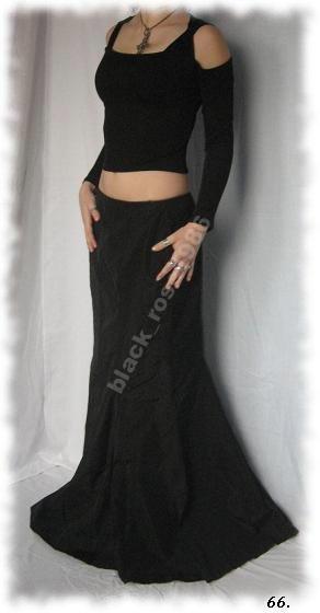 Długa,czarna,zamaszysta spódnica.