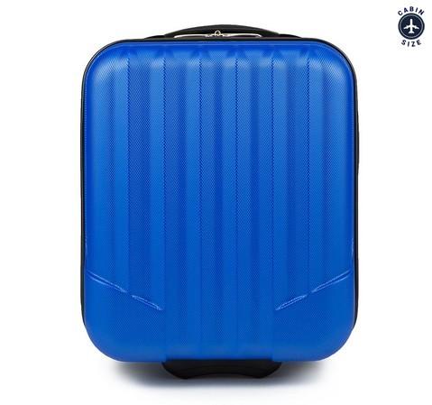 Niebieska walizka na kółkach