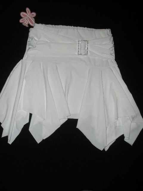Seksowna białą spódniczka