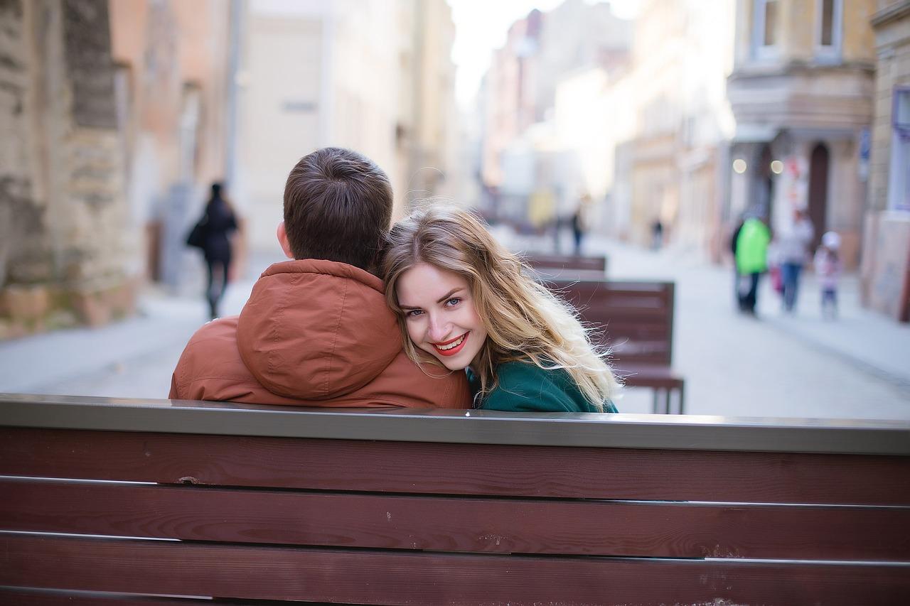 Makijaż na randce. Na co zwracać uwagę? | Blog kosmetyczny e-pomadka.pl