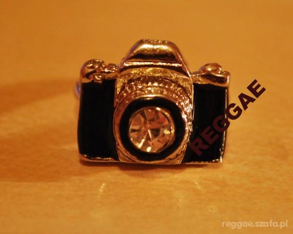 pierścionek z aparatem