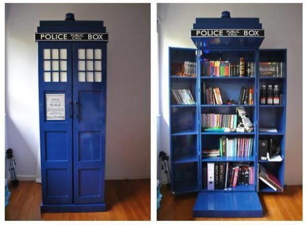 Regał na książki w kształcie TARDIS