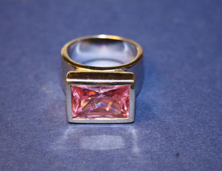 Kwadratowy pierścionek