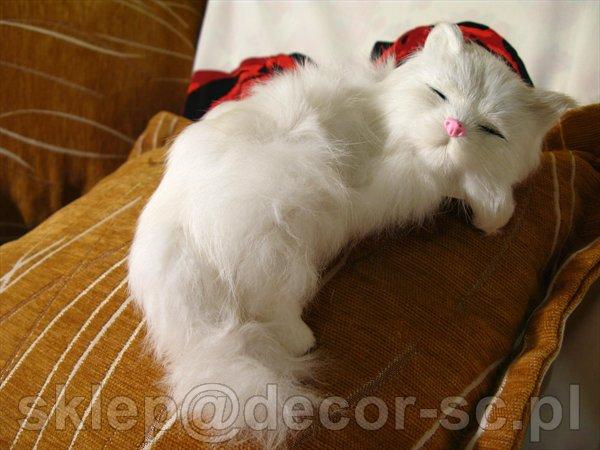Kot leżacy, jak żywy, maskotka