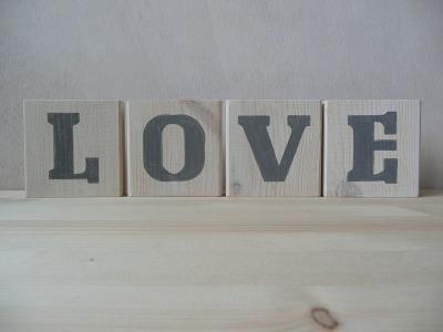 LOVE DREWNIANY NAPIS SHABBY CHIC