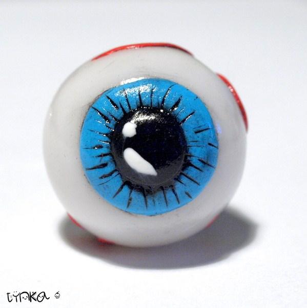 Realistyczny pierścionek oko