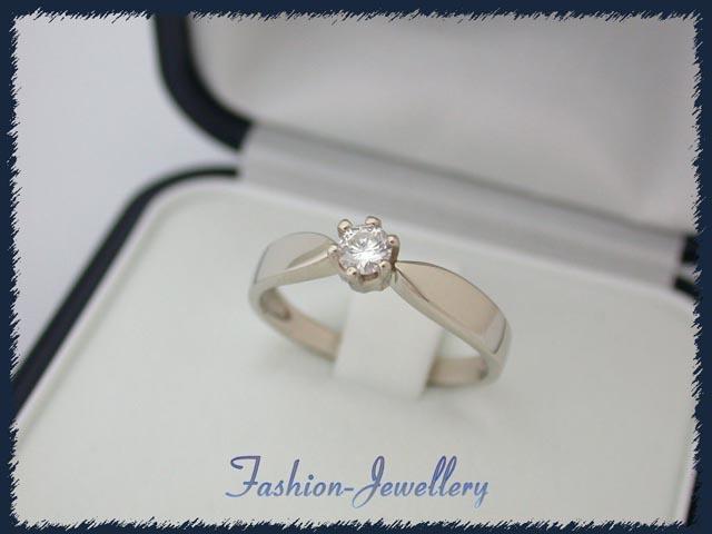 Złoty pieerścionek z brylantem =D